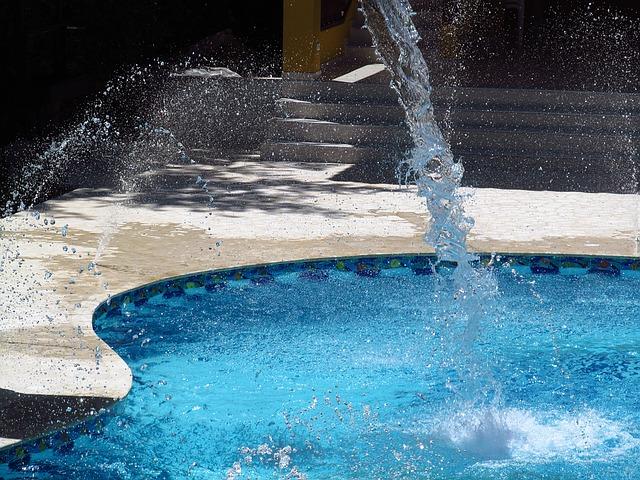 stříkající voda do venkovního bazénu.jpg