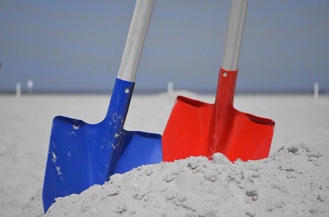 lopaty v písku