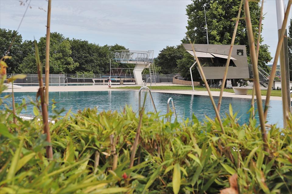 plavecký venkovní bazén