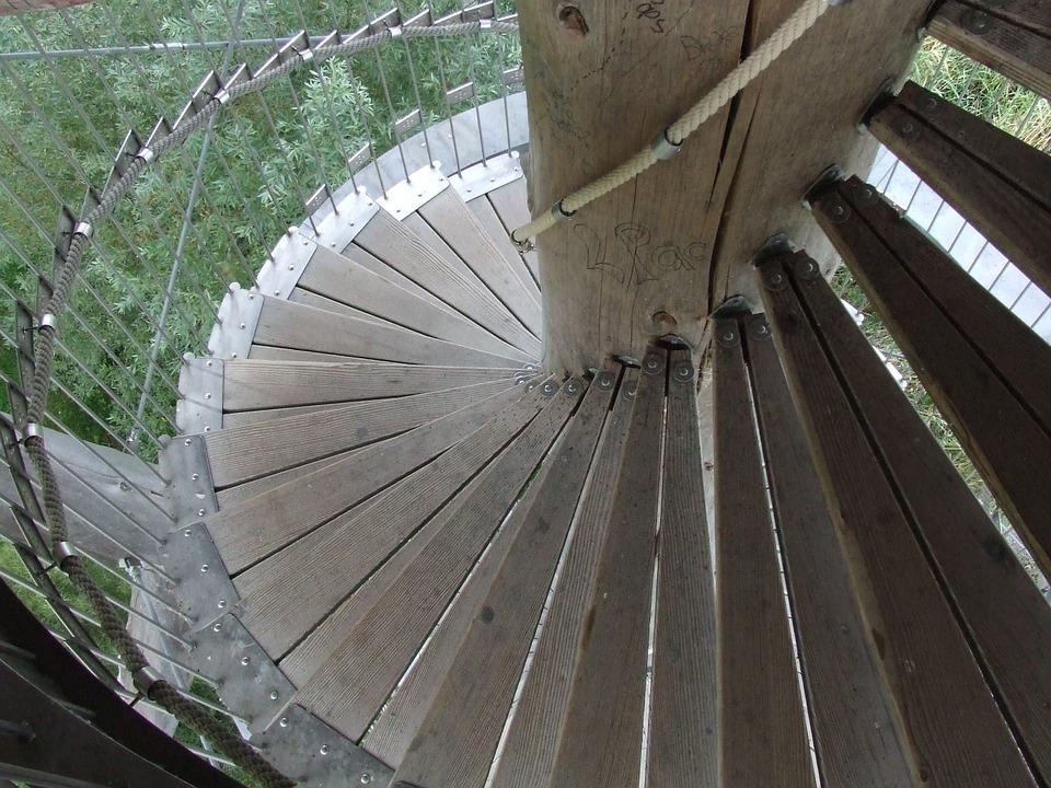 točité dřevěné schodiště
